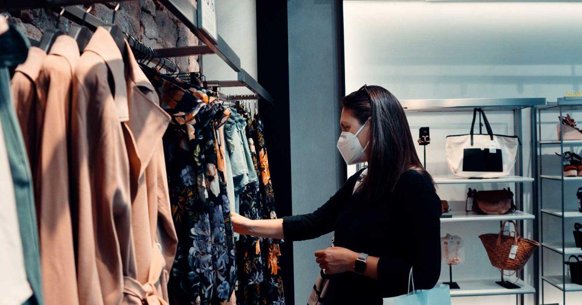 woman_shopping_clothing